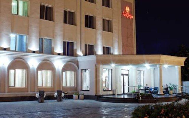 Aurora Hotel вид на фасад