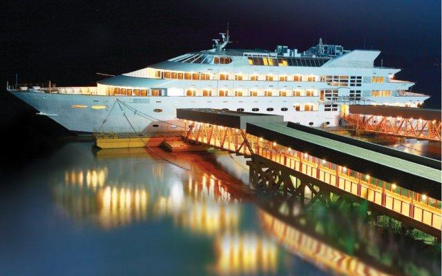 Vintage Luxury Yacht Hotel вид на фасад