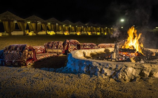 Отель Regency Sealine Camp Катар, Месайед - отзывы, цены и фото номеров - забронировать отель Regency Sealine Camp онлайн вид на фасад