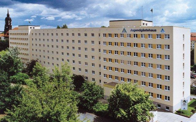 Отель JUGENDGASTEHAUS DRESDEN - Hostel Германия, Дрезден - 1 отзыв об отеле, цены и фото номеров - забронировать отель JUGENDGASTEHAUS DRESDEN - Hostel онлайн вид на фасад