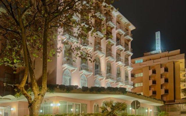 Trieste Hotel Римини вид на фасад