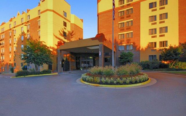 Отель Comfort Inn University Center вид на фасад