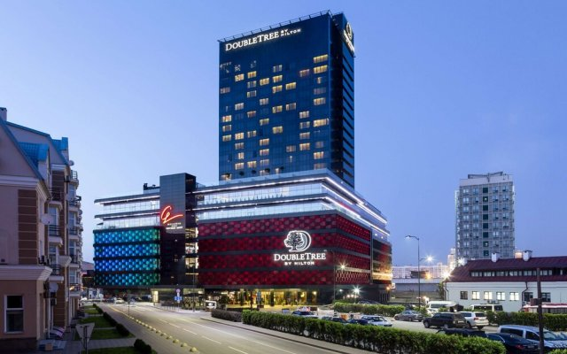 Гостиница Double Tree By Hilton Minsk вид на фасад