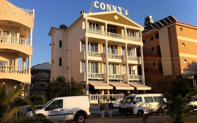 Conny's Boutique Hotel - Adults Only вид на фасад