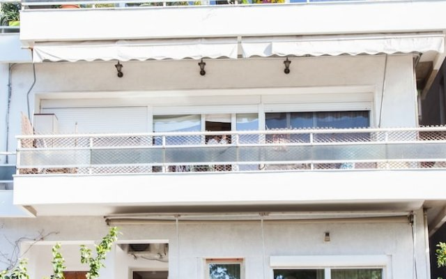 Fabulous Apartment Across Flisvos