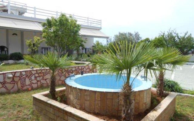 Yard Paradise Hotel