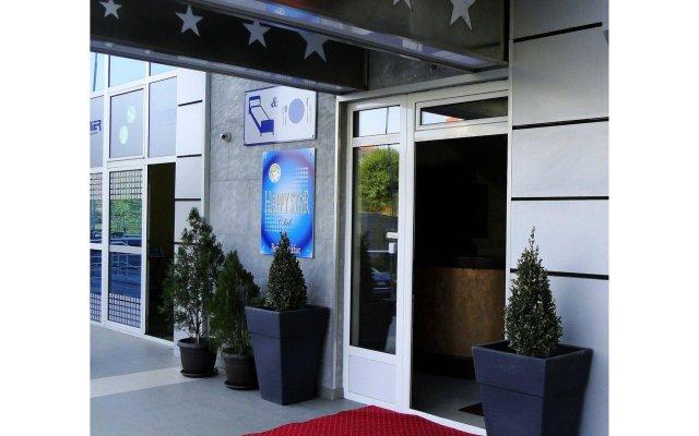 Отель Happy Star Club Сербия, Белград - 2 отзыва об отеле, цены и фото номеров - забронировать отель Happy Star Club онлайн вид на фасад