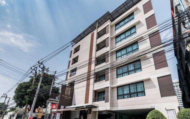 Отель Double Two@Sathorn Бангкок вид на фасад