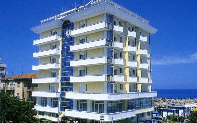 Отель Imperial Beach Италия, Римини - 1 отзыв об отеле, цены и фото номеров - забронировать отель Imperial Beach онлайн вид на фасад