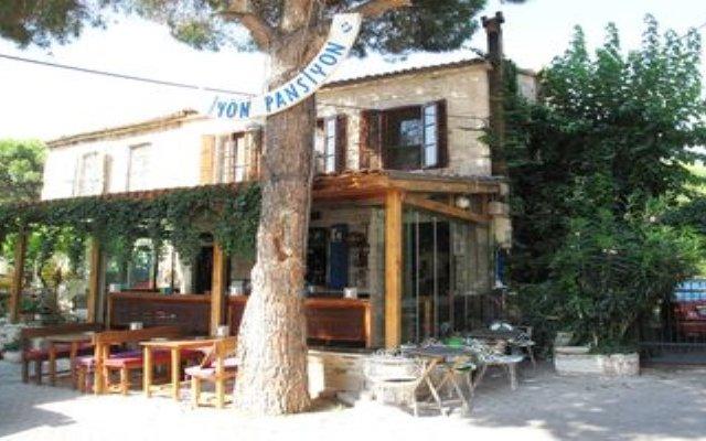 Iyon Pansiyon Турция, Фоча - отзывы, цены и фото номеров - забронировать отель Iyon Pansiyon онлайн вид на фасад