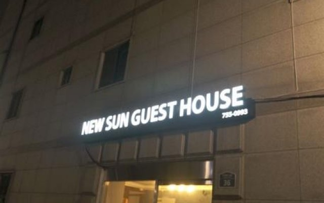 Отель New Sun Guesthouse Myeongdong вид на фасад