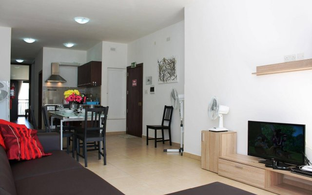 Отель Seashells Apartments Мальта, Буджибба - отзывы, цены и фото номеров - забронировать отель Seashells Apartments онлайн комната для гостей