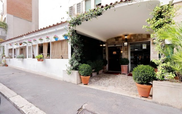 Отель Rent In Rome - Appartamento Archimede вид на фасад