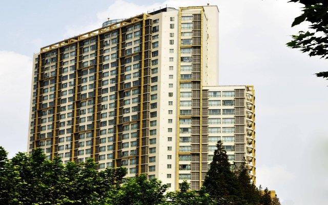 Kingtown Hotel Hongqiao вид на фасад