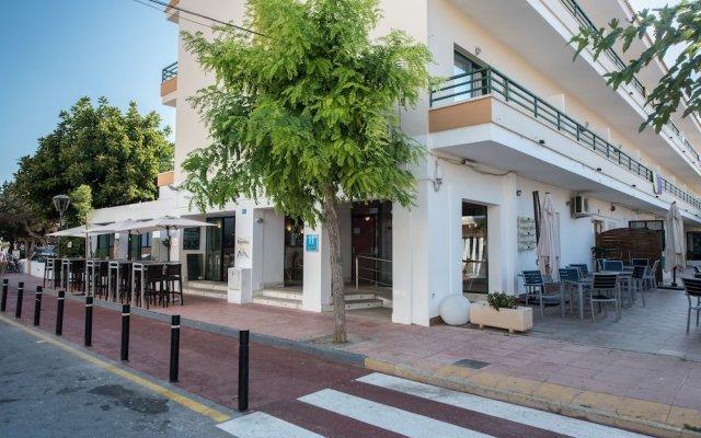 Отель Los Rosales Испания, Форментера - отзывы, цены и фото номеров - забронировать отель Los Rosales онлайн вид на фасад