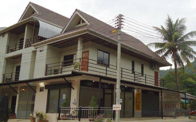 Отель Kata Leisure House Таиланд, Карон-Бич - отзывы, цены и фото номеров - забронировать отель Kata Leisure House онлайн вид на фасад