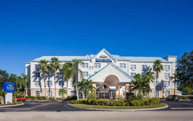 Отель Baymont Inn and Suites Fort Myers вид на фасад
