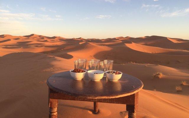 Отель Sahara Sabaku Tour Camp Марокко, Мерзуга - отзывы, цены и фото номеров - забронировать отель Sahara Sabaku Tour Camp онлайн балкон