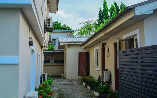 Отель The Emperor Place (Annex) Нигерия, Лагос - отзывы, цены и фото номеров - забронировать отель The Emperor Place (Annex) онлайн вид на фасад