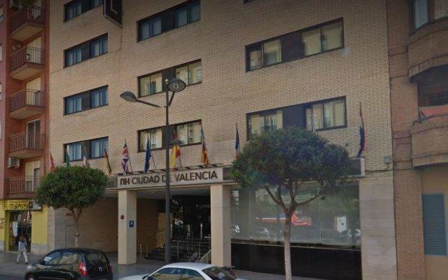 Отель NH Ciudad de Valencia вид на фасад