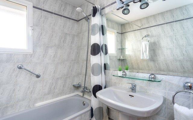 Апартаменты Excellent Apartment with Pool and View Ref 138 Фуэнхирола ванная