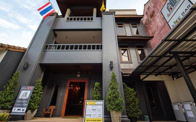 Отель Hi Karon Beach Dormtel вид на фасад