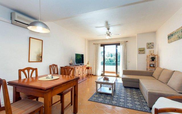 Отель Apartamento Bennecke Claudia Ориуэла комната для гостей