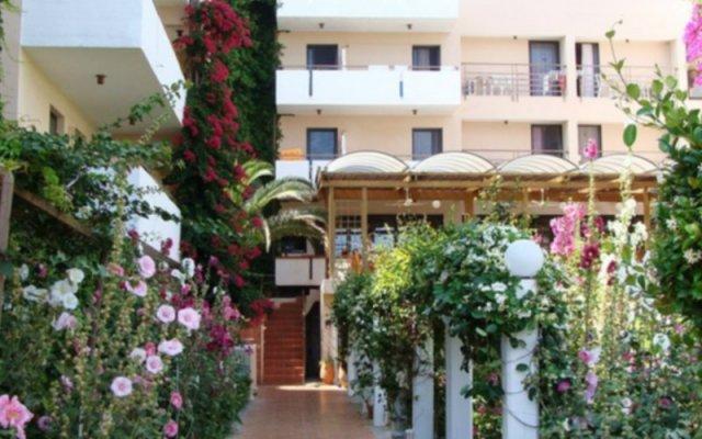 Отель Zephyros Beach вид на фасад