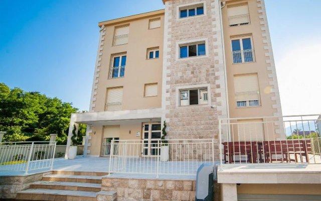 Отель Sea Point Apartments Черногория, Тиват - отзывы, цены и фото номеров - забронировать отель Sea Point Apartments онлайн вид на фасад