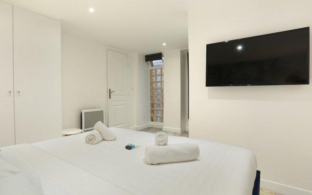 Отель Appartement St Honore Париж комната для гостей
