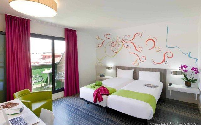 Отель ibis Styles Madrid Prado Испания, Мадрид - 9 отзывов об отеле, цены и фото номеров - забронировать отель ibis Styles Madrid Prado онлайн вид на фасад