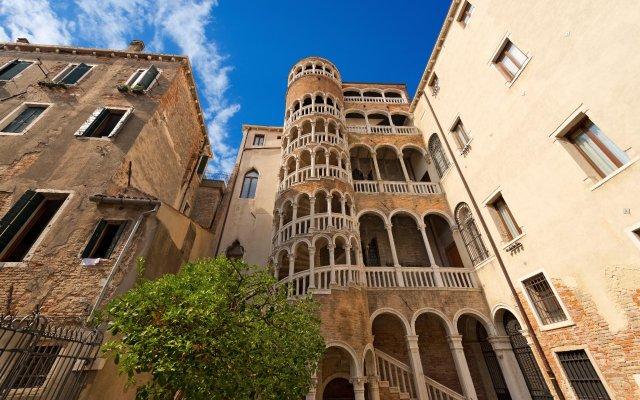 Отель Alla Corte Rossa Италия, Венеция - отзывы, цены и фото номеров - забронировать отель Alla Corte Rossa онлайн вид на фасад
