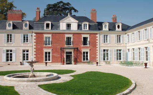 Hotel The Originals Domaine des Thômeaux (ex Relais du Silence) вид на фасад