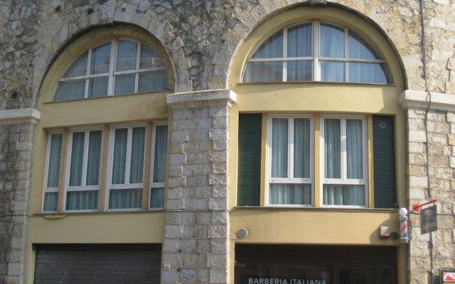 Отель Midnight in Genova Генуя вид на фасад