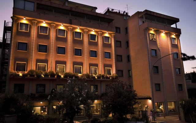 Grand Hotel Tiberio вид на фасад