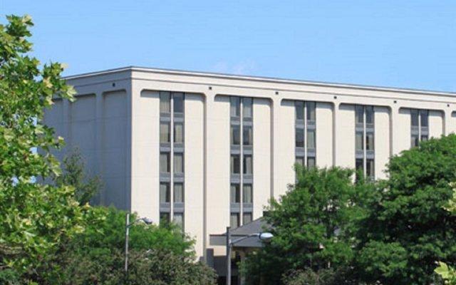 Отель Meadowlands River Inn вид на фасад