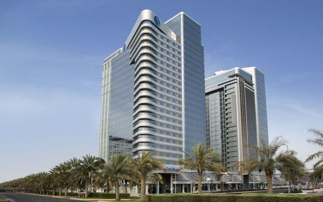 Отель Pearl Rotana Capital Centre вид на фасад