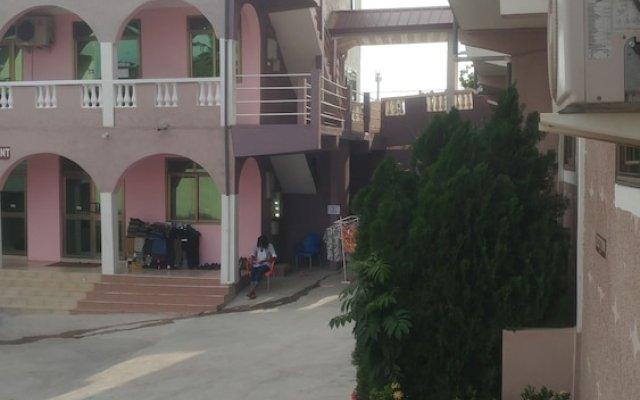 Отель Nasco Hotel Гана, Кофоридуа - отзывы, цены и фото номеров - забронировать отель Nasco Hotel онлайн вид на фасад