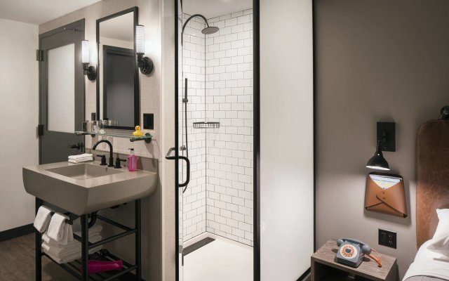 Moxy Chicago Downtown 1