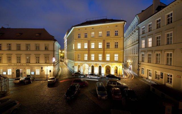 Отель Charles Bridge Palace Прага вид на фасад