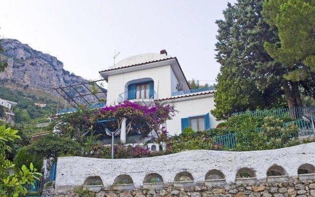 Отель Villa Demetra вид на фасад