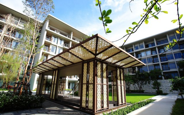 Отель Proud Phuket вид на фасад