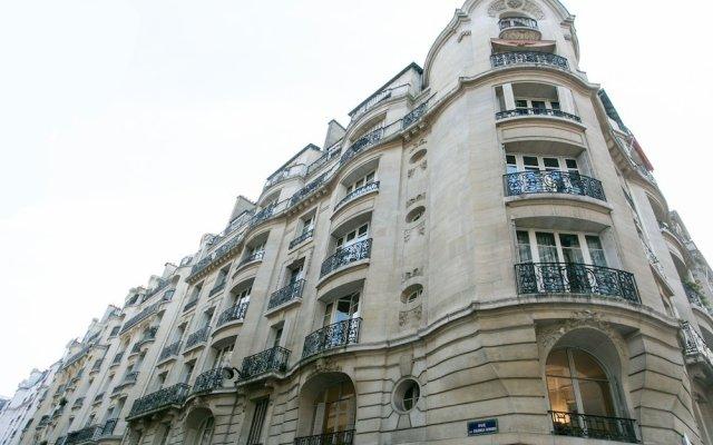 Отель Appartement Champs Elysées Париж вид на фасад