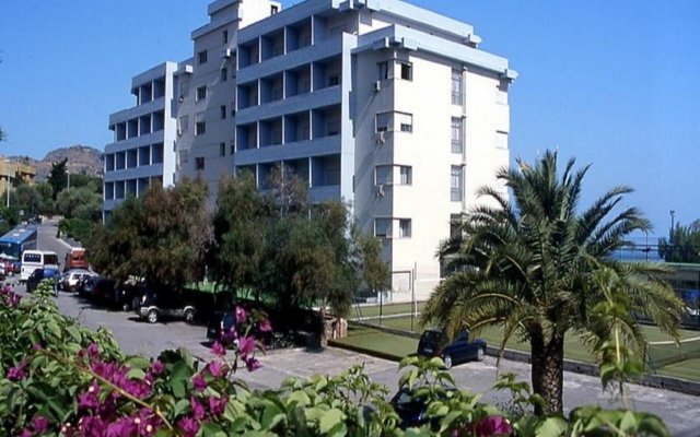 Отель Santa Lucia Le Sabbie Doro Чефалу вид на фасад