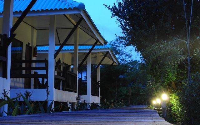 Отель N.T. Lanta Resort Ланта вид на фасад