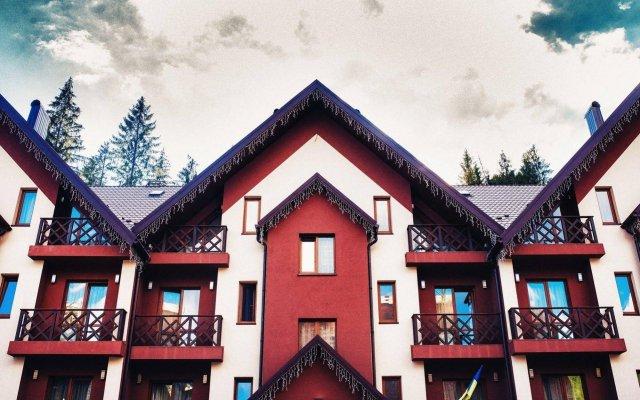 Karpatski Hotel & Restaurant вид на фасад