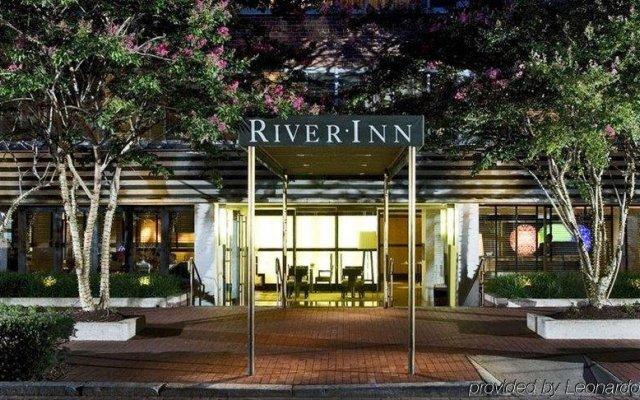 Отель The River Inn вид на фасад