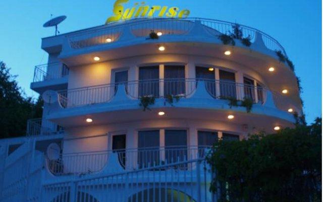 Отель Sunrise Guest House вид на фасад