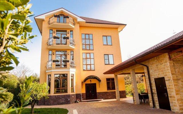 Гостиница Гостевой дом Апельсин в Сочи отзывы, цены и фото номеров - забронировать гостиницу Гостевой дом Апельсин онлайн вид на фасад
