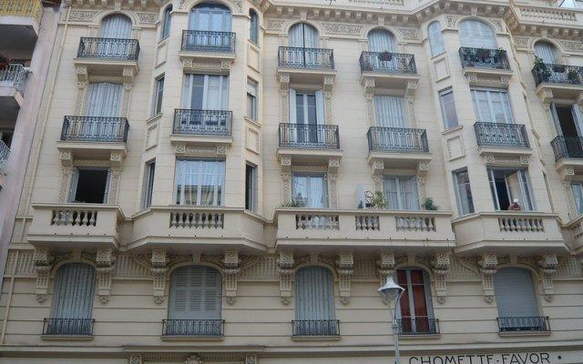 Отель Michel Ange вид на фасад